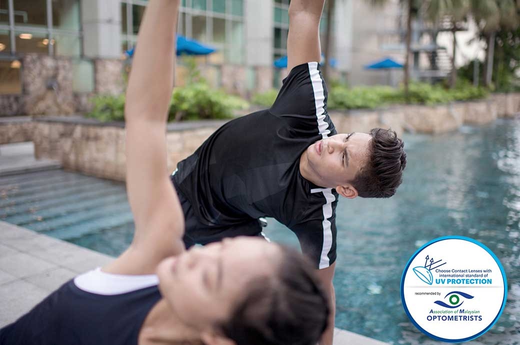 Young adults exercising outdoors with ACUVUE contact lenses, Malaysia