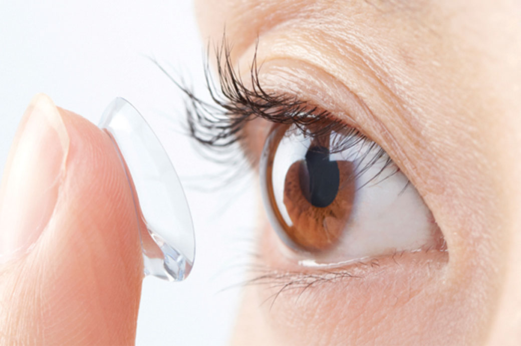 how-to-get_contacts-female-trying-lens-global-elements.jpg