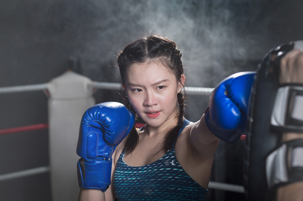 Female athlete doing boxing, wearing ACUVUE® astigmatism contact lenses, Malaysia